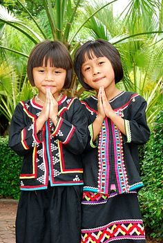 thai children traditional clothing