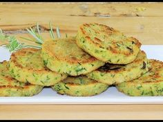 BURGER DI ZUCCHINE DORATE SENZA FRIGGERE SENZA FORNO ricetta zucchine senza forno zucchini recipe - YouTube Foie Gras, Zucchini Burger, Oven Recipes, Cooking Recipes, Feeling Hungry, Antipasto, Natural Health, Buffet, Fries