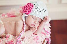 #newborn #photography #baby #poses #hat