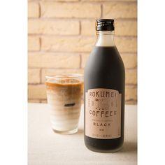 ご家庭で本格カフェオレをいつでも簡単にお楽しみいただけるようにROKUMEI COFFEE CO.で人気のスペシャルティコーヒーがカフェベースになりました。スペシャルティコーヒーの風味を生かし、奈良県産の国産純正ハチミツを贅沢に使った「ハニータイプ」。保存料や香料は一切使用していない、原材料にスペシャルティコーヒーのみを使用した安心・安全なカフェベースです。テイストはほんのり甘く、後味もスッキリしていてスペシャルティコーヒーの風味がしっかりと味わえます。大人の男性にもおススメです。アイスでもホットでも、お手軽に美味しく飲めます。