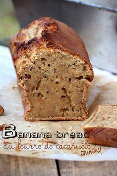 J'ai toujours été intriguée par le banana bread, me demandant en quoi il différait d'un cake à la banane. En comparant plusieurs recettes je me suis rendue compte qu'en fait c'était la même chose. Cela doit faire plus branché de l'appeler ainsi en version...