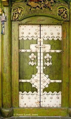92ae2e5046481a48f225029724f0e8d0--white-doors-green-doors.jpg (357×600)