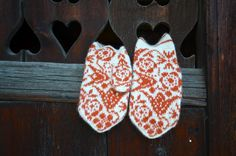 Ravelry: Stranded mittens...but I love the door they're hanging on!