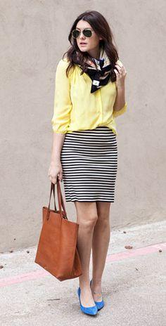เสื้อเชิ้ตสีเหลือง Bloom กระโปรงลายขวางขาวดำ Madewell รองเท้าสีฟ้า กระเป๋า Madewell ผ้าพันคอ Madewell