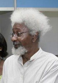 Wole Soyinka 1934 Escritor nigeriano en idioma inglés,  el primer africano en conseguir  el Premio Nobel. Visitó Cuba en 1986.