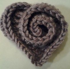 here is the pattern link http://miasheartfulhands.blogspot.com/p/rounds-1-3-are-wrong-side.html