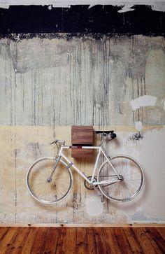 Fahrrad-Halterung I Design I Wandhalterung I Bicycle Furniture I Bike Rack I Walnut I Walnuss I Made in Berlin I KAPPÔ by MIKILI