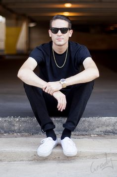 G eazy rocking black selvedge, white vans and black wayfarers G Eazy Style, Beautiful Men, Beautiful People, Pretty People, Bae, Outfits Hombre, Raining Men, Men Street, Baby Daddy