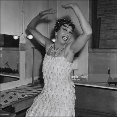 Josephine Baker in France in 1956 - approval is required for Watsa, 38 rue de la Condamine - 75017 Paris - 33 1 48 07 52 00 Get premium, high resolution news photos at Getty Images African American Makeup, African American Hairstyles, African American History, Josephine Baker, Vintage Black Glamour, Style Icons, Black Women, Vintage Fashion, Celebs