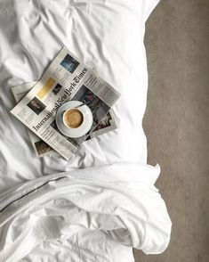 coffee, decor, the new york times, minimal - Kaffee Coffee In Bed, Coffee And Books, Coffee Love, Coffee Break, Morning Coffee, Coffee Shop, Coffee Cups, Coffee Coffee, Sunday Morning