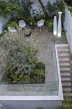 Fulham garden with ancient Olive tree Townhouse Garden, London Townhouse, Clay Pavers, Brick Pavers, Building A Basement, Outdoor Seating, Outdoor Decor, Garden Paving, Glass Facades