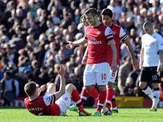 Jack enjoys Aaron's tumble on to the turf... #Fulham v #Arsenal