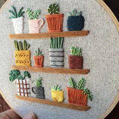 petites plantes dintérieur sur cerceau brodé détagères