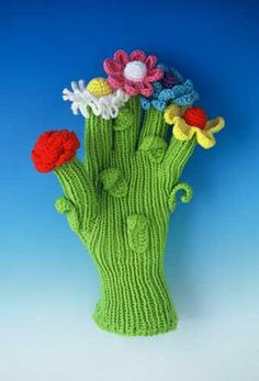 iKnitts: Arte / Felieke Van Del Leest. Guante tejido con flores