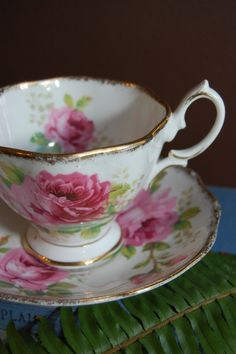ROYAL ALBERT American Beauty  Bone China Tea Cup