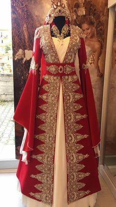 Saraylı kaftan Asian Bridal Dresses, Wedding Dresses For Girls, Girls Dresses, Prom Dresses, Renaissance Dresses, Medieval Dress, Turkish Wedding Dress, Nikkah Dress, Beautiful Long Dresses