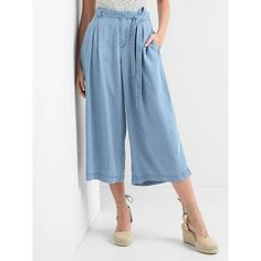 Gap Women TENCEL™ Pleated Wide Leg Crop Trousers ($44) ❤ liked on Polyvore featuring pants, capris, light indigo, tall, cropped pants, zipper pants, high-waisted pants, petite pants and wide leg cropped pants