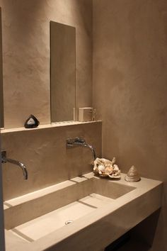salle de bain en béton ciré, maison des ocres