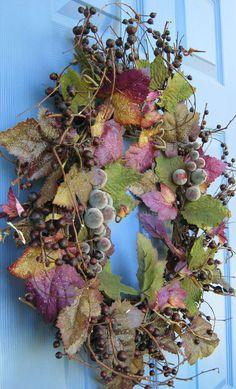 Ghirlanda autunnale fai da te con grappoli d'uva