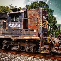 #highhoodlife #grime_train #grime_lords #RAIL_BARON #rail_barons #railfanclub #rsa_theyards #railfannation #railfans_united #railfanning_america #railfans_of_instagram #railways_of_our_world #trains #Train_Nerds #trb_express #tv_transport #train_chasers #trains_worldwide #daily_crossing #hdr_pro #hdr_pics #jj_transportation #kings_transports #KINGS_ALLTAGS #LIFEAFTERFILM #LOVES_TRANSPORTS #best_trainonig #north_american_rail_pictures #norfolksouthern #gp38 by thetopher2214