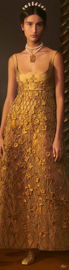 Dior Fashion, Floral Fashion, Modest Fashion, Fashion Dresses, Gold Fashion, Haute Couture Paris, Dior Couture, Haute Couture Fashion, France Outfits