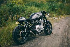 Bilderesultat for yamaha xjr racer Suzuki Cafe Racer, Cb 750 Cafe Racer, Custom Cafe Racer, Moto Cafe, Cafe Bike, Cafe Racer Bikes, Cafe Racer Motorcycle, Yamaha Motorcycles, Custom Motorcycles
