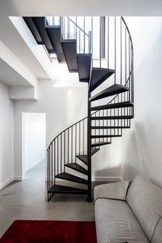 De plus en plus populaire à Montréal, les condos familiales sur deux étages.  Une réalisation de KnightsBridge Plus Populaire, Condos, Black And White, Lifestyle, Architecture, Design, House, Home Decor, Real Estate Development