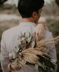 Pre Wedding Poses, Wedding Couple Poses Photography, Pre Wedding Photoshoot, Wedding Shoot, Wedding Couples, Foto Wedding, Wedding List, Prenup Photos Ideas, Romantic Wedding Photos