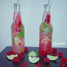 Raspberry Mojito Muddle fresh raspberries, fresh lime wedges, 2 tsp sugar and 8 mint leaves. Add to glass with ice. Add oz lime juice, 2 oz white rum and 2 oz Sprite. Fancy Drinks, Cocktail Drinks, Yummy Drinks, Festive Cocktails, Bartender Drinks, Alcoholic Drinks, Liquor Drinks, Raspberry Mojito, Strawberry Limeade
