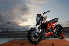 My favourite fun-bike Ktm 690, Duke Motorcycle, Ktm Duke, Gsxr 1000, Dirt Bikes, Transportation Design, Scrambler, Custom Bikes, Motorbikes