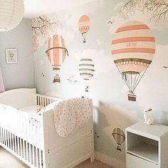 обои с воздушными шарами в детской