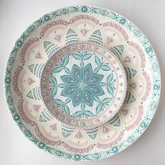 "Photo from album ""Точка"" on Yandex. Lace Painting, Dot Art Painting, Mandala Painting, Pottery Painting, Ceramic Painting, Ceramic Art, Painted Ceramic Plates, Decorative Plates, Pottery Bowls"