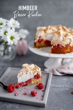 Dieser leckere Beeren-Kuchen sieht zwar zunächst aufwendig aus, ist aber eigentlich ein schnelles Rezept, das nur aus zwei Arbeitsschritten besteht. Ich liebe Himbeeren, daher habe ich mich dafür entscheiden. Ihr könnt das Rezept aber nach Belieben mit euren Lieblingsbeeren abwandeln.🍰🍓 #sallyswelt #sallysweltrezept #rezept #recipe #himbeerkuchen #raspberrycake #baiser #kuchen #torte #baiserkuchen #raspberry #cake #kuchenrezept #dessert #cakerecipe #berrycake #berry #beeren #früchtekuchen Reis Krispies, Berry, Krispie Treats, Cereal, Cheesecake, Breakfast, Desserts, Food, Pies