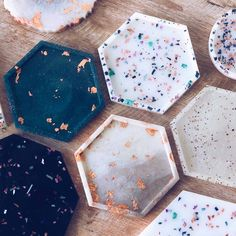 Resin Coasters — Champagne Grit – Stuff to make with mum – epoxycraft Diy Resin Art, Epoxy Resin Art, Diy Resin Crafts, Diy Art, Diy And Crafts, Diy Epoxy, Ideas Joyería, Diy Coasters, Table Coasters