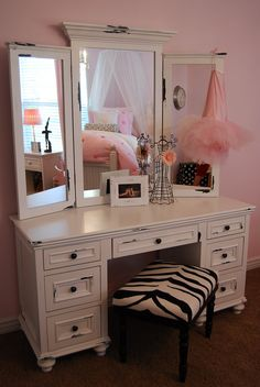 Would love for Morg's to have her own distressed vanity that we could dress up