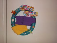FLIP FLOP WREATH WITH A POOL NOODLE - Just a pic, but seems pretty straight forward, and extremely cute!