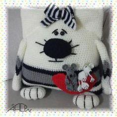 Patrón de cojines gatos y ratones en amigurumi Crochet Baby Hat Patterns, Crochet Baby Hats, Knitting Patterns, Crochet Animal Amigurumi, Amigurumi Doll, Plush Pattern, Free Pattern, Animal Pillows, Doilies