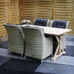De #tuinset Mona bestaat uit de tuintafel Naomi in combinatie met vier tuinstoelen Maud. Tuinstoel Maud is een zeer luxe en comfortabele stoel. Mede door het gebruik van 7mm halfrond wicker is deze stoel zeer onderhoudsvriendelijk. U kunt de Tuinstoel Maud behandelen met de Eden vlechtwerk beschermer zodat de stoel nog beter beschermd is tegen verkleuringen.