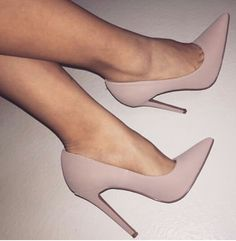 It is possible to find stiletto heels in pumps, sling-backs and boots. Nude high heels are extremely fashionable and appear perfect with black dresses. Dream Shoes, Crazy Shoes, Me Too Shoes, Heeled Boots, Shoe Boots, Heeled Sandals, Sandals Outfit, Ankle Boots, Cute Heels