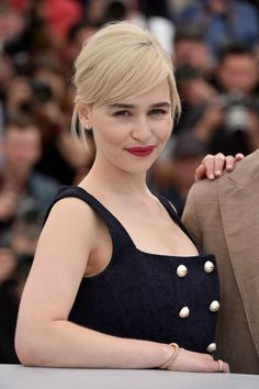 Emilia Clarke becomes one of the hottest American television actress after she appeared in the famous series of Game of Thrones. She has won many awards for her role Daenerys Targaryen in GOT. And now Emilia Clarke American Eagle Outfits, American Eagle Sweater, Emilia Clarke, Funny Monday, Funny Weekend, Weekend Quotes, Monday Quotes, Waterfall Twist, Waterfall Braids