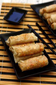 Nems au poulet - The Best Yummy Recipes Easy Chinese Recipes, Asian Recipes, My Recipes, Crockpot Recipes, Healthy Recipes, Good Food, Yummy Food, Smoking Recipes, Chicken Wraps