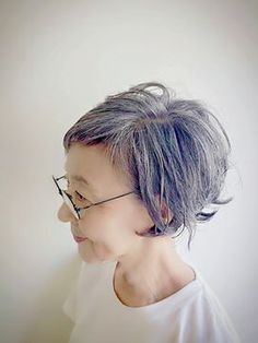 Hair highlights silver style ideas for 2019 Short Grey Hair, Short Hair Cuts, Short Hair Styles, Beauty Parlour Hair Style, Dark Roots Hair, Hair Arrange, Hair Color Highlights, Natural Highlights, Asian Hair