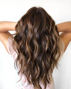 37 Gorgeous Hair Color Ideas That Actually Work For You brown hair balayage chocolate hair color caramel hair color blonde hair color Brown Hair With Blonde Highlights, Brown Ombre Hair, Brown Hair Balayage, Hair Color Highlights, Light Brown Hair, Hair Color Balayage, Balayage Highlights Brunette, Fall Highlights, Hair Colors
