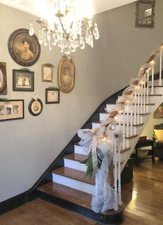 Photo collage - historical style Historic Home Tour for the Holidays - The Decorologist Peach Paint Colors, Matching Paint Colors, Painting Trim, House Painting, Hermitage Hotel, Family Room, Home And Family, Curved Staircase, Stairway To Heaven