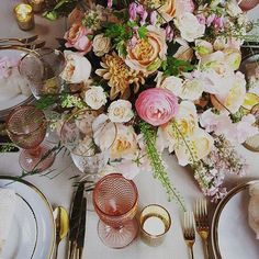 Gorgeous tablescape which we helped create and then got to eat dinner around with all the other awesome @chapeldesigners while at #cdlondon2017.  Thank you Jane from @weddingandeventsfd for sharing this awesome pic #lifeinflowers #fortheloveofflowers #meijerroses #davidaustinroses #weddingflowers #surreywedding
