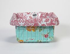 Oilcloth bike basket bag that doubles as a waterproof cooler- adorable!