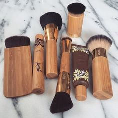 Looking for the best makeup brushes? Readers singled out these 14 makeup brushes for their ability to blend, buff and contour their faces to perfection. From high end to drugstore makeup brushes, see which tools made the cut. Love Makeup, Makeup Inspo, Makeup Inspiration, Perfect Makeup, Makeup Style, Makeup Goals, Makeup Tips, Makeup Ideas, Makeup Organization