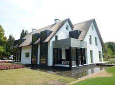 Home design plans contemporary 15 Ideas for 2019 Roof Design, Exterior Design, House Design, New Home Designs, Home Design Plans, Villa, Beautiful Architecture, Architecture Design, Different House Styles