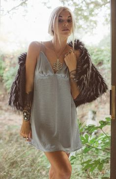 Love the necklace, dress, a fur shaw