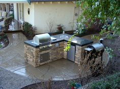 L-shape outdoor grilling area